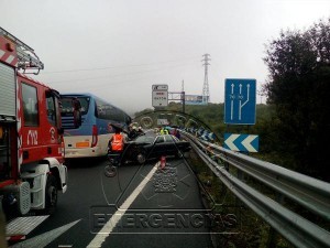Accidente A-8 Ontón IRB+2 coches_2