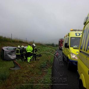 Accidente vuelco coche Santullan