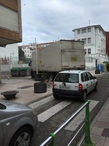 Camión de Correos atasca el centro (1)