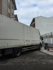 Camión de Correos atasca el centro (2)