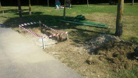 Sustitucion bancos rotos Parque Cotolino (1)