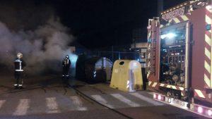 Contenedor ardiendo en Brazomar (1)