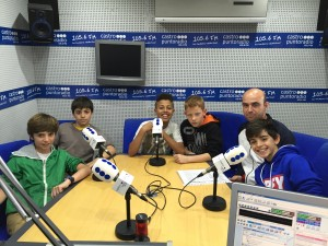 Niños Riomar Jugando al Atletismo
