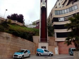 Ascensor Santa Catalina con coches reparacion
