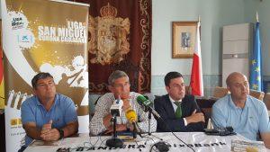 Presentación Bandera Caixabank ACT en Castro (1)