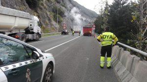 Camión frenos quemados Tunel Islares (1)