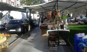 Coches mal aparcados en Jueveros (1)